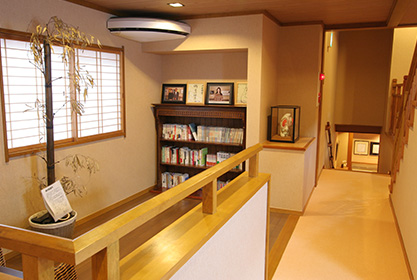 2階共有スペース(図書コーナー)